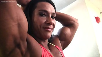 pornhubgay Pro Female Bodybuilder Poses and Shows Off Her Physique
