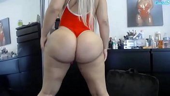queensnake Lissa Aires huge massive ass shake