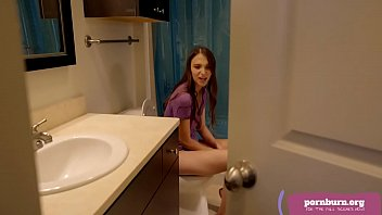 tuoi69 Izzy Lush is into her stepbrother