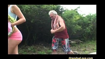 pronvideo Grandpa gets lucky with babe