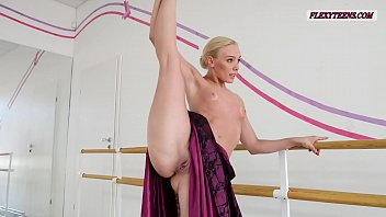 fishmpegs Anna Sigarga with gymnastics never seen before