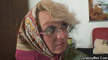 xvedeos Lonely granny is pleasing an young stud