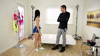 massagesex Valentina Nappi plays with the photographer - PrettyDirty