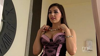 ponohub Beautiful Italian girl Valentina Nappi gets double prated by two thieves
