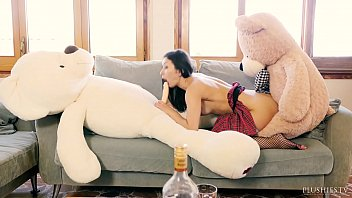 pprnhub Valentina Bianco first time 3some with teddy bears