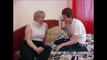 sxxx BBW Mature Mom Seduces Sons Friend