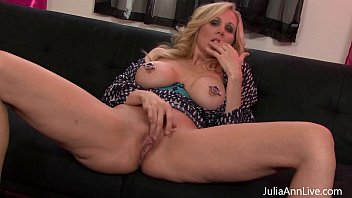 bhabixxx Kinky Milf Julia Ann plays with Nipple Clamps