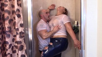 plumperpass Big Latina Booty grinding on white dick in shower till they cum