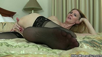 vipwank American milfs Lacy and Artemisia need to rub one out