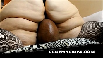 xxxnx SEXYMAEBBW FACE SITS AND SMOTHERS