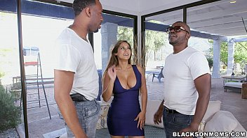 jd   19  Black workers double team this Mom