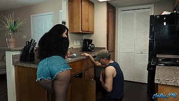 "sexxxx Lonely Latina housewife fucks the ""plumber"" while husband is at work"
