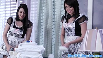 www89 Squirting blackhaired maids sharing a cock