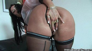 choda Sleazy moms in corset and stockings having solo sex