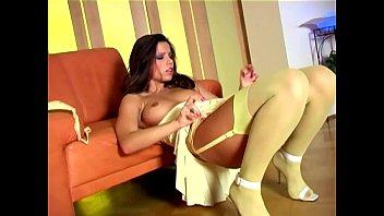 seneporno Long haired babe stripping out of her sexy nylons
