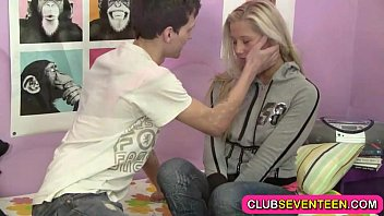 vlxx com Small teen pussy hungry for a sausage