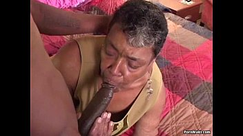 kutjes Ebony grandma loves big black cock