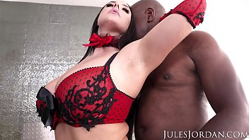 xxxxwwww Jules Jordan - Angela White Sets A BOOBY Trap For Mandingo That Ends In Her ASS