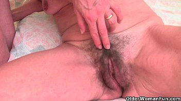 thamilsex English and skinny grandma Vikki gets the finger treatment