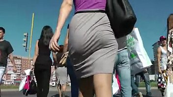 biporn Booty Walking in the street and Shaking Ass