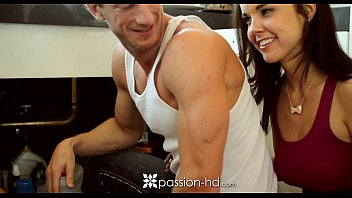 cima18 com HD Passion-HD - Plumber is laying some pipe to cute little client Dillion Harper