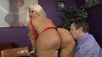 xvide The Queen of Ass Takes A New Slave - Julie Cash