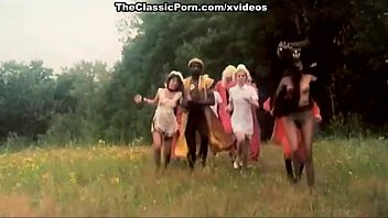bestmalevideos Erotic story in a classic movie