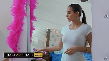 pelisxporno Baby Got Boobs - &lparDesiree Dulcema Xander Corvus&rpar - Pool Shy - Brazzers