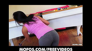 lulu7870 SEXY Spanish wife strips out of her yoga pants to ride dick