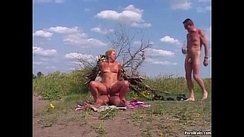 triniporn Granny Outdoor Anal