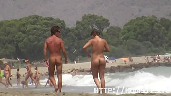 xxnz Sexy nudist babes do many things on the nude beach