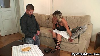 xnxnxnxn Girlfriends mom spreads legs for him