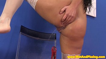 chatpov Watersports babe tastes her pee