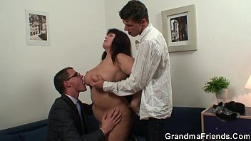 blowbang Huge titted bitch takes two cocks after photosession