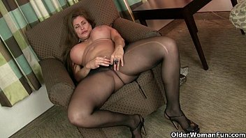 lfap tv American milfs Sheila and Lacy get turned on by pantyhose