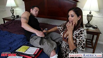 zootube8 Chesty mom Francesca Le fucking a large dick