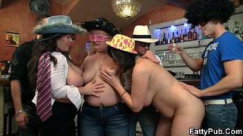 xnxx2 Big tits group party