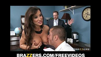 sexe7trafy Big-tit brte MILF Lisa Ann decides to settle out of court