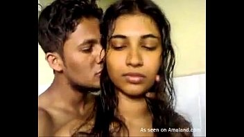 xxxxvideo Indian babe gives a hot blowjob