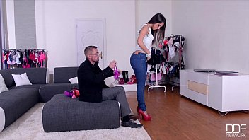 xnxxnxx DDF Network - Salesgirl Gets Her Ass And Pussy Stuffed In Store