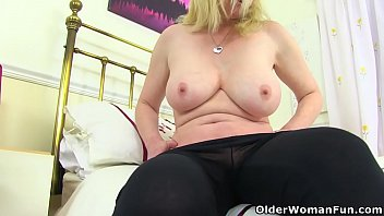 indiankasak British milf Fiona gives her fanny the attention it needs