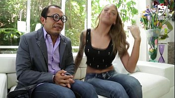 wwwwwxxxxx Mexican nerd fucks a girl from his office