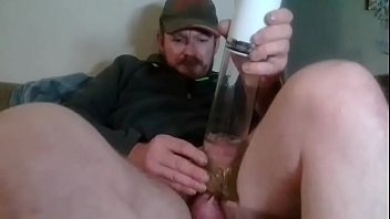 yuporno My dick is floppy so i stick my penis inside my penis pump and pump it and jerk it