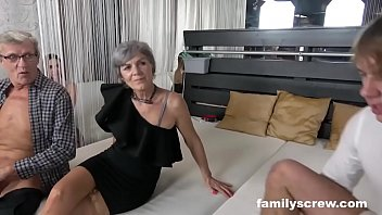 6kea Swinger Family Cums by the Club