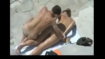 seviporno Hidden Cam Caught Married Guy Fucking his Young Gf on the Beach